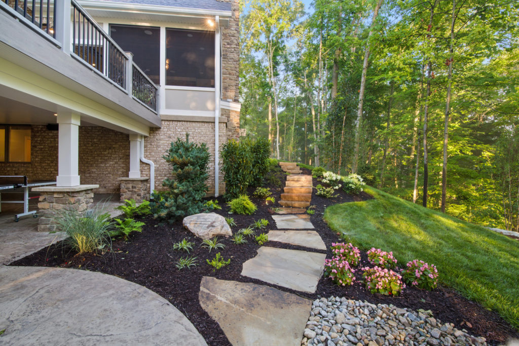 Cincinnati custom home landscaping
